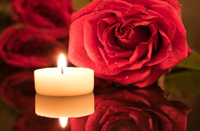 Most Romantic Tips for Room Decoration with Flowers and Candles